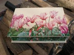 Decoupage Decoupage Vintage, Decoupage Glass, Decoupage Furniture, Decoupage Box, Painted Boxes, Hand Painted, Pretty Storage Boxes, Diy And Crafts, Arts And Crafts