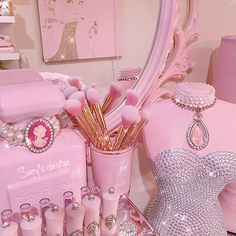 34 Ideas Wallpaper Girly Vintage Colour For 2019 Princess Aesthetic, Bad Girl Aesthetic, Aesthetic Vintage, Pink Love, Pretty In Pink, Wallpaper Makeup, Vintage Pink, Pink Walls, Pink Princess