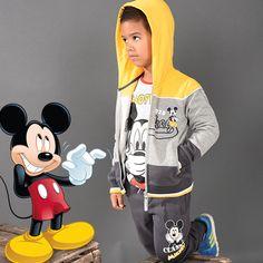 Shooting Photo Tous-les-Héros Tenue Mickey Gilet à capuche Mickey Tee-shirt Mickey Jogging Mickey  #touslesheros #tlh #mode #enfant #jogging #Mickey #Disney #MickeyMouse