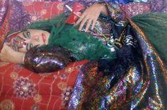 Breathtaking photos of Elizabeth Taylor's 1976 trip to Iran   Dangerous Minds