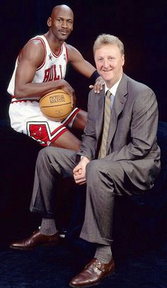 Back in Time: November 30 - Larry Bird and Michael Jordan Larry Bird, Basketball Legends, Sports Basketball, Basketball Players, Charlotte Hornets, Chicago Bulls, Jeffrey Jordan, Basketball Pictures, Sports Figures