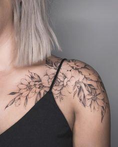 Charming Shoulder Tattoo Designs For Women shoulder tattoos; small tattoos for women. small tattoos for women. Fake Tattoos, Hot Tattoos, Trendy Tattoos, Body Art Tattoos, Small Tattoos, Tatoos, Mini Tattoos, Woman Tattoos, Memory Tattoos