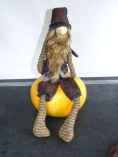 Spooky Santa bruin swing legs large