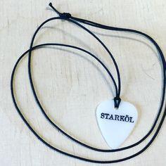 Als Geschenk oder als Fanartikel! Plektron als Halskette!!! Auch das ist plektren.ch #plektron #swissmade #guitar #schmuck #plektren