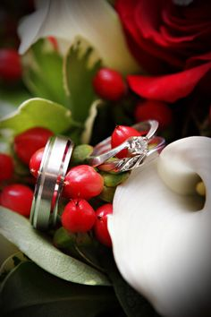 Wedding rings photo. I like the berries
