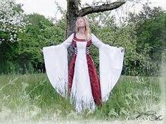 Este es un ejemplo de un vestido de una mujer de clase alta de la Edad Media.