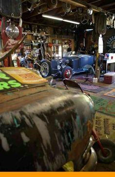 5 Fabulous Tips: Old Car Wheels Diy car wheels furniture garage.Old Car Wheels Diy car wheels design beautiful. Old Garage, Garage Art, Man Cave Garage, Garage Shop, Garage Doors, Motorcycle Garage, Motorcycle Workshop, Motorcycle Shop, Moto Bike