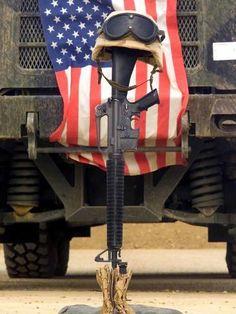 "For Memorial Day: ""The Fallen Soldier Battle Cross"" American Soldiers, American Flag, American Pride, American Veterans, Killed In Action, Fallen Heroes, Fallen Soldiers, Fallen Soldier Memorial, Roman Soldiers"