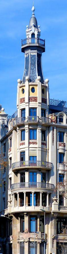 Edifici de Transmediterrània  1917  Architect: Juli Maria Fossas i Martínez