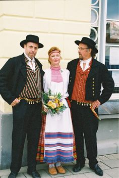 Karelian woman's dress from Koivisto. Men's dresses incl the Helavyö (ornamental metallic belts) from South Ostrobothnia province. Finland.