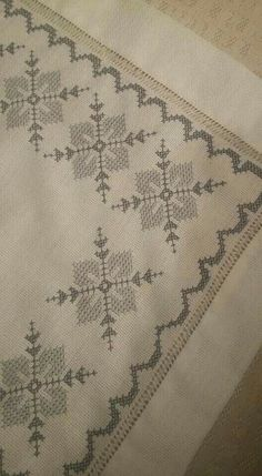 This Pin was discovered by Fat Cross Stitch Borders, Cross Stitch Designs, Cross Stitching, Cross Stitch Patterns, French Knot Embroidery, Cross Stitch Embroidery, Hand Embroidery, Embroidery Patterns Free, Embroidery Designs