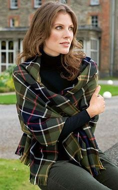 Made from the finest lambswool, the Superfine Tartan Scarf carries Barbour's vintage tartan look wherever you go. If your looking for a scarf that will add an elegant finishing touch to any outfit, your search has ended. Mode Chic, Mode Style, Style Me, Tartan Mode, Fashion Mode, Womens Fashion, Emo Fashion, Gothic Fashion, Tweed