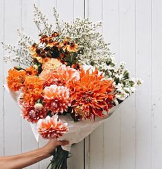 Celebrate the return of warm weather with these fresh floral bouquets and centerpiece ideas. See Domino's top spring flower arrangements. For more spring decorations and home decor go to Domino.