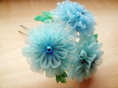 I ADORE kanzashi and there is a WHOLE page of it here!!  Touch of dahlia... by Hatsu-chan^^, via Flickr