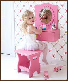 Klein Design Hoorn - Meubelen - Kaptafeltjes - Spiegelkastje roze van het merk Lief!