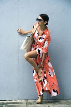 Great timeless summer look - long shirtdress, wedges, and a tote.
