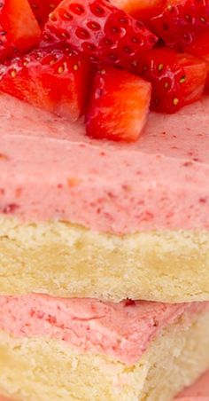 If you like sugar cookies you're going to love these Strawberry Sugar Cookie Bars topped with all natural strawberry frosting! The perfect spring dessert Fruit Recipes, Baking Recipes, Cookie Recipes, Dessert Recipes, Bar Recipes, Strawberry Cookies, Strawberry Desserts, Spring Desserts, Easy Desserts