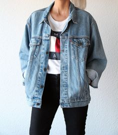 summer outfit / teen tiktok fashion / t-shirt / white tee / simple / tomboy / college student / vsco girl Mode Outfits, Grunge Outfits, Outfits For Teens, Casual Outfits, Summer Outfits, Fashion Outfits, Black Leggings Outfit, Denim Outfit, Denim Jacket Outfit Oversized