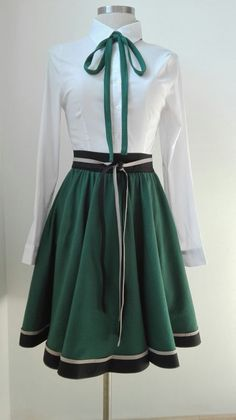 New Slytherin inspired skirt! The skirt has been handmade using high-quality fabric and fits S-M (US sizes). Ready to ship in working days (Monday-Friday) Skirt: Cotton (Machine washable with cold water) Shirt: Slytherin Pride, Slytherin Aesthetic, Winter Typ, Winter Mode, Harry Potter Kleidung, Slytherin Clothes, Hogwarts Uniform, Harry Potter Outfits, Character Outfits