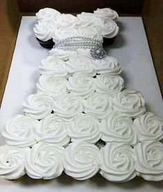 Cute bridal shower cupcakes