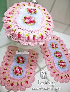 ( would be cute in different colors ) Crochet Diy, Crochet Home, Crochet Doilies, Crochet Squares, Crochet Granny, Mandala Yarn, Sewing Patterns, Crochet Patterns, Heart Patterns