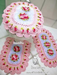 Artes da Desi: Jogo de Banheiro com botões de rosa embutidos de crochê