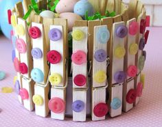 Crazy DIY Clothespin-prosjekter for gjenbruk Tin Can Crafts, Crafts For Seniors, Easy Crafts For Kids, Fun Crafts, Diy And Crafts, Arts And Crafts, Spring Home Decor, Spring Crafts, Clothes Pin Wreath