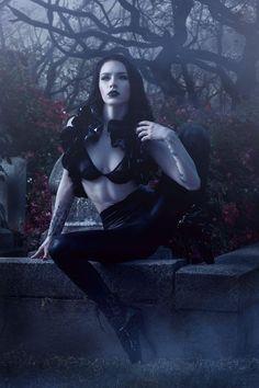 Modell: Lady Marlene Foto: Quroscuro Pvc oben: Mystic Thread Willkommen bei Gothic u … - Damen Mode Gothic Girls, Hot Goth Girls, Dark Beauty, Goth Beauty, Dark Gothic, Gothic Art, Cosplay, Pinup, Cyberpunk