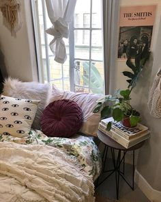 Teenage Girl Bedroom Ideas for a teenage girl or girls may be a little tricky because she has grown up. The decoration of a teenage girl's room can also vary greatly, depending on the interests and personality. Check out these Teenage girl bedroom ideas diy, dream, rooms, small, layout, vintage, decoration, teal, modern, colour schemes, cozy, teenagers.
