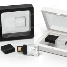 Custom Photographer Flash Drives, USB Drive & Customized Packaging for Wedding & Studio Portrait Photographers