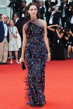 See the Best Looks from the 2017 Venice Film Festival Red Carpet Celebrity Gowns, Celebrity Red Carpet, Celebrity Style, Gowns Of Elegance, Film Festival, Festival 2017, Red Carpet Looks, Red Carpet Fashion, Feminine Style