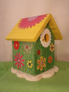 Wooden Bird Houses, Bird Houses Painted, Decorative Bird Houses, Bird Houses Diy, Painted Birdhouses, Do It Yourself Crafts, Crafts To Make, Cool Art Projects, Projects To Try