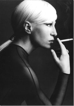 Donatella Versace - Italian fashion designer and current Vice President of the Versace Group, as well as its chief designer. Photo 1993 by Steven Meisel Gianni Versace, Donatella Versace Young, Atelier Versace, People Smoking, Women Smoking, Girl Smoking, Smoking Room, Steven Meisel, Images Esthétiques