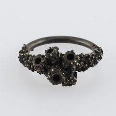 Encrusted Coral Ring (Black) by Michelle OH (UK) - 242,50€ on Boticca