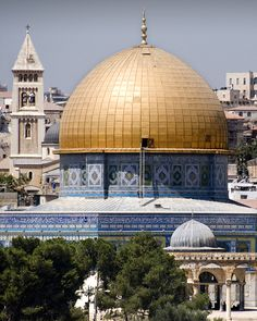 Dome of the Rock- The Old City Jerusalem, Israel.  Was here in May 2013 Can't look away from this- the tile work and that gold dome- AMAZING!