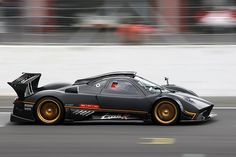 Pagani Zonda R is freaking nasty! This is a real machine.