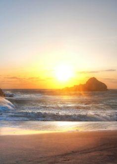 Sunset over the rocks! #lifesabeach #kameleonz #beach