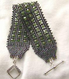Beaded Jewelry Designs, Seed Bead Jewelry, Bead Jewellery, Jewelry Patterns, Bracelet Designs, Beading Patterns, Handmade Jewelry, Bead Loom Bracelets, Beading Tutorials