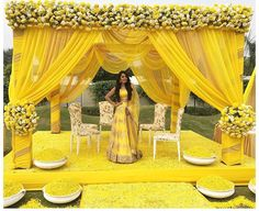 Simple and lively decoration ideas for haldi ceremony, to make it more fun packed. Desi Wedding Decor, Wedding Hall Decorations, Marriage Decoration, Wedding Mandap, India Wedding, Wedding Receptions, Dress Wedding, Wedding Centerpieces, Wedding Flowers