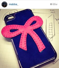 Ribbon pink bow Smartphone case - sample is made for the iPhone 5/5S and iPhone 4/4S - for more smartphones check our online shop at www.mabba-shop.de  Handgemacht aus echtem Leder! Das pinke Schleife Case ist für das iPhone - für andere Smartphones schaut mal in unseren online Shop rein! <3