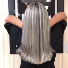 Hair transformation Hair transformation By: Blonde Hair With Highlights, Silver Highlights, Color Highlights, Chunky Highlights, Caramel Highlights, Silver Blonde Hair, Greyish Blonde Hair, Platinum Blonde, Hair Color For Women