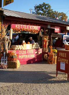 After returning home from our trip to the Covered Bridge Festival earlier this week, I was craving some kettle corn! Homemade Kettle Corn, Kettle Popcorn, German Christmas Markets, Corn Dogs, Farmers Market, Booth Ideas, Snacks, Table Decorations, Random Stuff