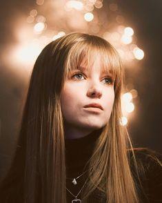 Bokeh Portrait idea. Fairy lights background Bokeh Portrait, Portrait Ideas, Portrait Photography, Lights Background, Fairy Lights, Instagram, String Lights, Portraits