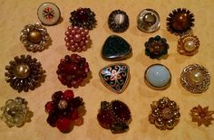 VINTAGE Earring CLUSTERS RHINESTONES SINGLE 20 PC MIXED LOT Some SIGNED  #mixedlot
