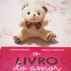 É muito amor pra um post só! ❤️ O #livrodoamor, das meninas do @instadobem, te espera lá no blog. Vem conferir: fluffy.com.br ou link na bio.