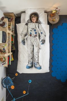This Astronaut Duvet Set by Snurk is out of this world! Featuring a duvet and pillow case in beautifully high-quality cotton, it's one of our most loved products. Capture your child's imagination with the amazing duvet sets from Snurk and explore the collection now at Amara.