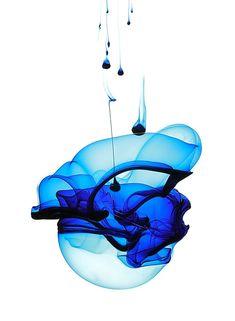 Blue ink water - spherical shape