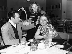 American actor George Raft and American actress Ann Sheridan at a restaurant, circa 1940s.