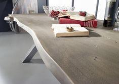 #Esstisch der Serie BLACK LABEL. Diese Möbel lassen Gegensätze harmonieren – denn die natürliche Baumkante und die Maserung des Holzes passen großartig zu den modernen Gestellen aus Metall. #möbel #möbelstücke#wohnzimmer#livingroom#holz #echtholz#massivholz#wood #wooddesign #woodwork #baumkante #homeinterior #interiordesign #homedecor #decor #einrichtung #furniture #ideas #esszimmer #diningroom #küche #kitchen #akazie #acacia #modern  #diningtable #table #tisch #holztisch…