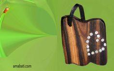 bijoux fantaisie en bois (cytise), métal argenté et cuir noir. art singulier bijou en bois Provence par amabati http://amabati.com